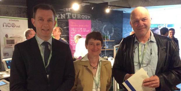 Jean-Marc Bestch (Méheudin, Orne) et Claire Scicluna (Chamant, Oise), organisateurs de cette journée européenne de l'Avef et Piet Deprez, conférencier (Faculté vétérinaire de l'Université de Ghent, Pays-Bas).