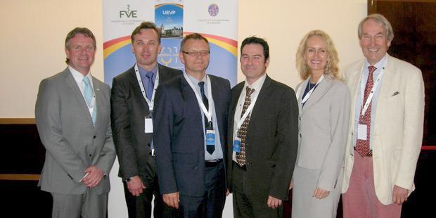 De gauche à droite: Bob Carrière, Marjan Tacer, Piotr Kwiecinski, Thierry Chambon, Torill Moseng, Kenelm Lewis