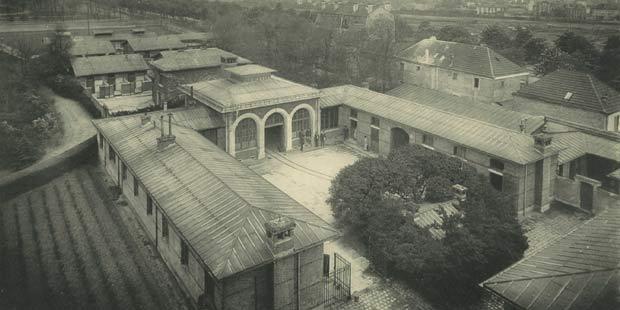 Lazaret de l'EnvA avec au fond les premiers bâtiments du LCRV