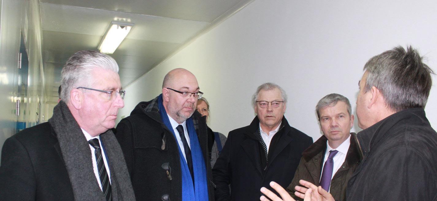 De gauche à droite : D.Langlois (Président Interbev), S.Travert (Ministre de l'Agriculture), G.Roue (Président Inaporc), M.Prikazsky (Président Ceva Santé Animale)
