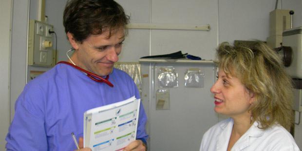 Dialogue professionnel au sein d'une clinique vétérinaire