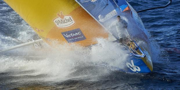 Le bateau de Jean-Pierre Dick StMichel-Virbac dans les 50ème hurlants, pour la course Vendée Globe Challenge 2016