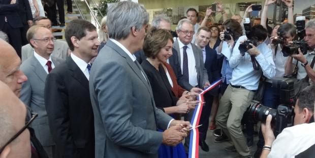 Les ministres Stéphane Le Foll et Marisol Touraine coupent le ruban inaugural du batiment Copernic