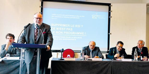 Gérard Quevillon, président national du RSI (au micro)