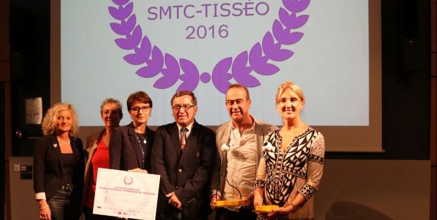 Jean-Michel Lattes, Président de SMTC-Tisséo et premier adjoint au Maire de Toulouse (au centre de la photo), a remis le «prix spécial du jury» à l'ENVT pour son exemplarité en matière d'écomobilité.