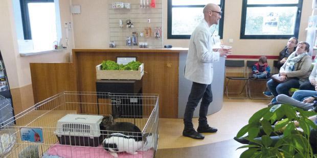 Les séances, gratuites, dans une puppy school, en médecine préventive.