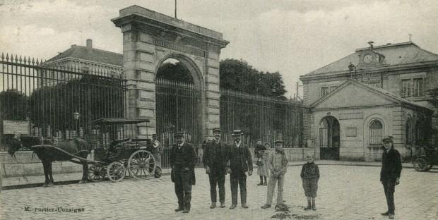 Le portail de l'école vétérinaire d'Alfort au siècle dernier