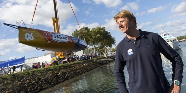 Jean-Pierre Dick lors de la mise à l'eau au chantier Multiplast à Vannes