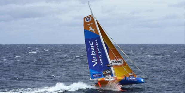 Vendée Globe Challenge , StMichel-Virbac de JP Dick au large de L'Uruguay dans des conditions météo très difficile.