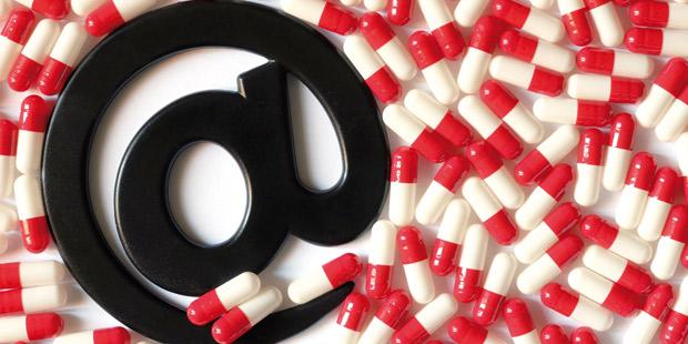 Vente en ligne de medicaments, avec un arobase au centre